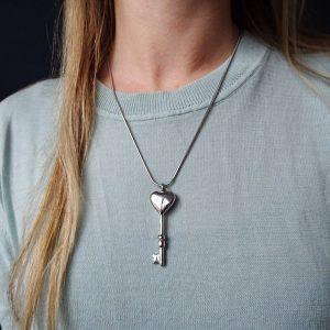 ashanger-rvs-zilver-sleutel-hart-groot-dames