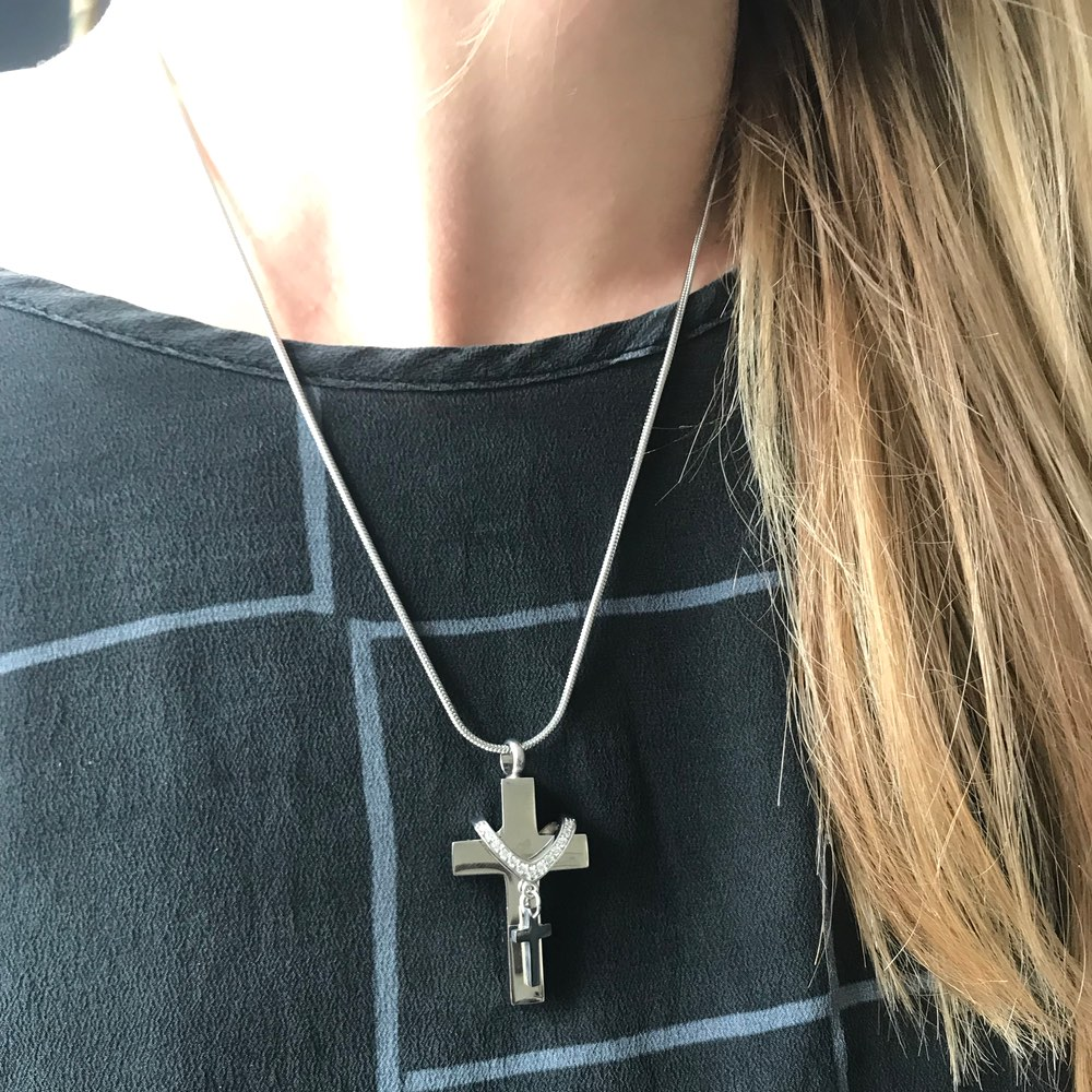 Ashanger rvs kruis in kruis strass