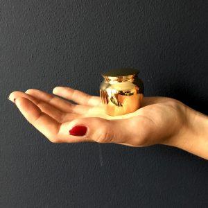 mini-urn-goud-klassiek-klein-hand