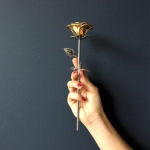 mini-urn-roos-zilver-goud-hand