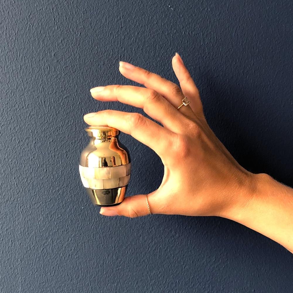 Mini urn messing parelmoer gepolijst hand