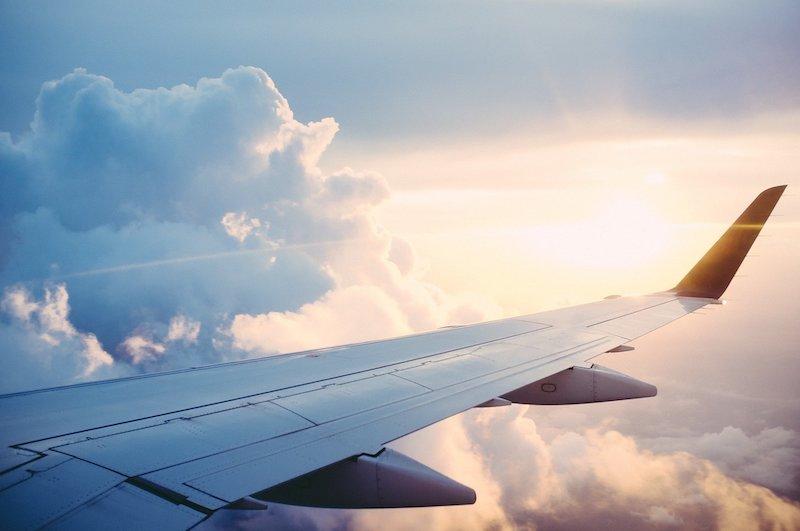 Crematie urn meenemen in het vliegtuig regels
